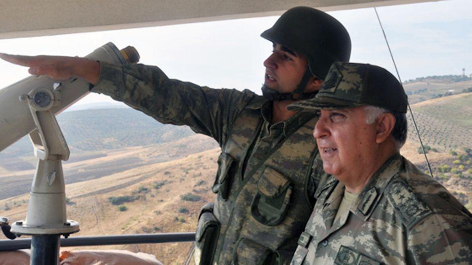 """Generalstabschef Özel (rechts): """"Wir werden mit größerer Gewalt antworten"""""""