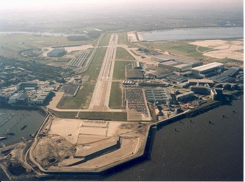 """Airbus production facilities in Hamburg: """"It doesn't help to mince words -- Hamburg is the site of our A380 problem."""""""