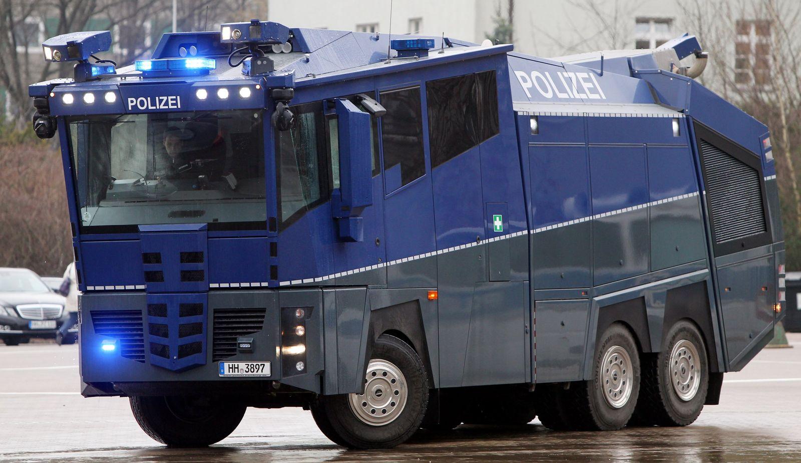 Neuer Wasserwerfer für die Hamburger Polizei
