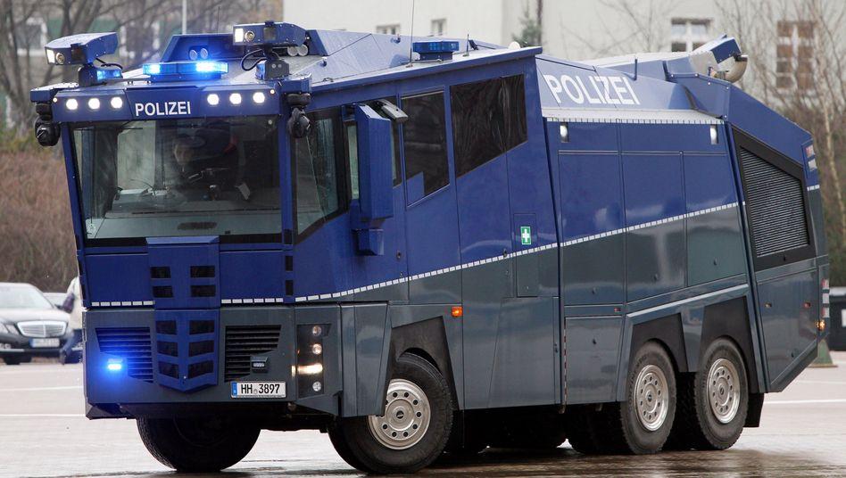 900.000-Euro-Auto WaWe 10 (in Hamburg): Schäden durch Eier und Tennisbälle