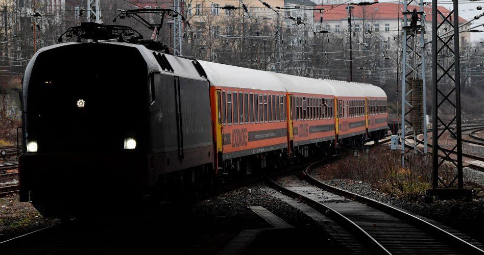 Zug des Unternehmens Locomore in Berlin (Archiv)