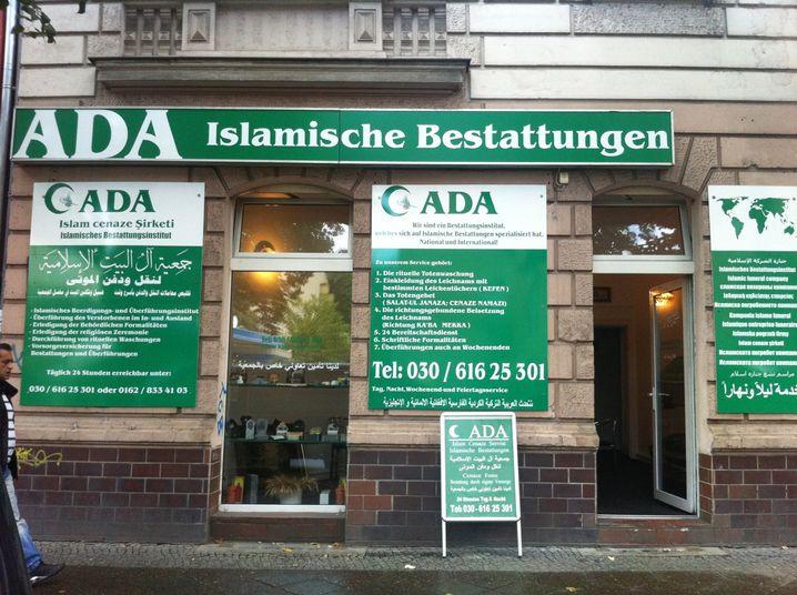 Die heilige Farbe Grün: Das islamische Bestattungshaus Ada bietet in Berlin rituelle Totenwaschungen und Überführungen an