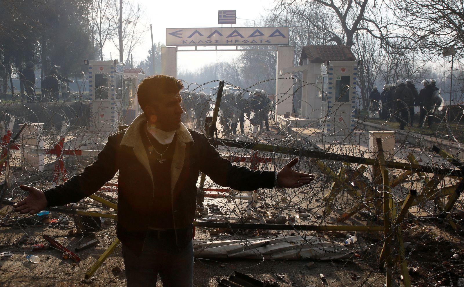 Migrant gestures at Turkey's Pazarkule border crossing with Greece's Kastanies, in Edirne