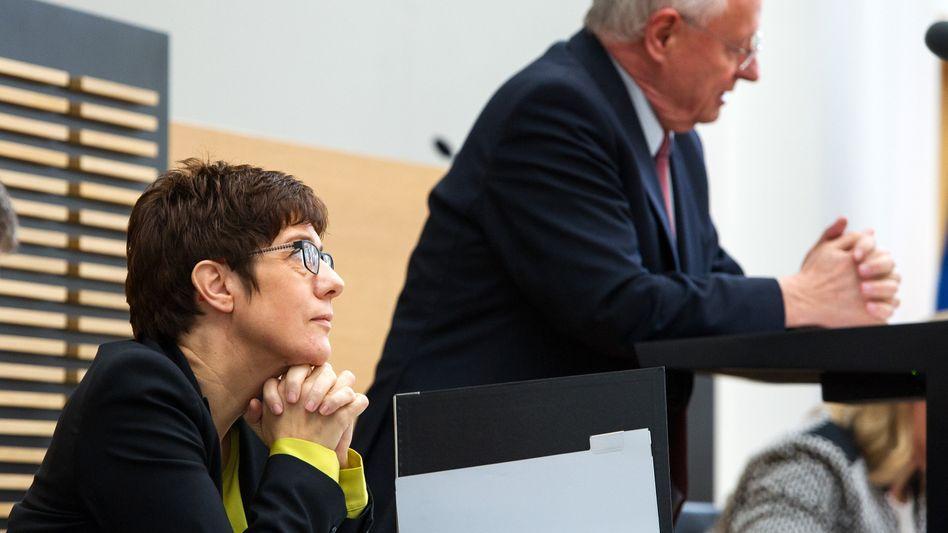 Politiker Kramp-Karrenbauer, Lafontaine: Eklat im saarländischen Landtag