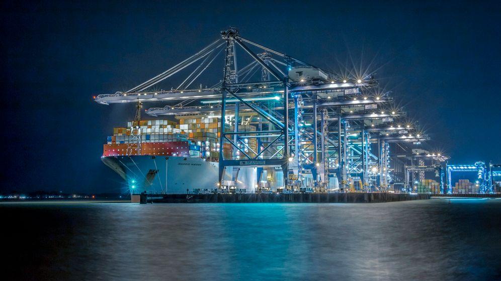 Containerschiff »Madrid Maersk« im britischen Felixstowe