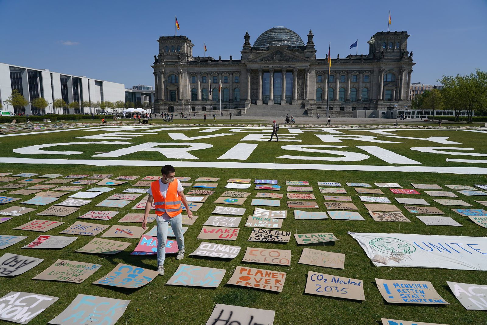 *** BESTPIX *** Fridays For Future Holds Protest At Reichstag During The Coronavirus Crisis