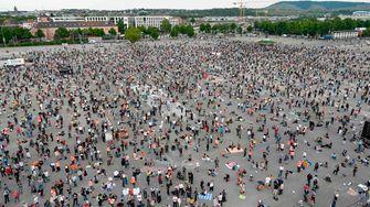 Tausende demonstrieren gegen Corona-Regeln
