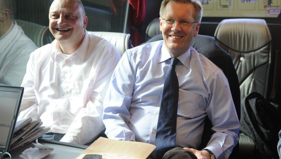 Wulff 2010 mit seinem damaligen Sprecher Glaeseker: Eingespieltes Tandem