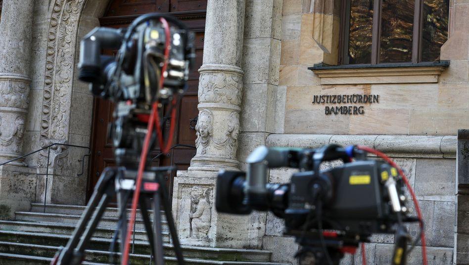 TV-Kameras vor dem Gebäude der Justizbehörden in Bamberg: Anhörung von Richter unter Neonazi-Verdacht
