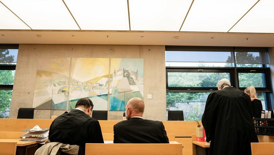 Der Angeklagte zu Prozessbeginn vor dem Amtsgericht Würzburg