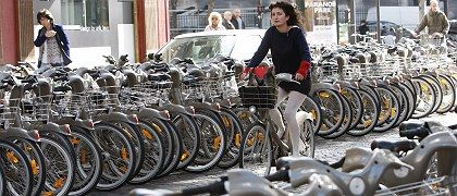 "Parisians have taken the ""Velib"""" bicycles to their hearts."