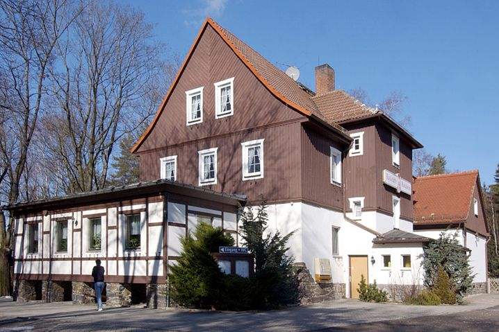 Raststätte Rodaborn: Seit Ende 2006 ist sie nicht mehr in Betrieb. Nun plant ein Ehepaar die Wiedereröffnung als Wanderlokal.