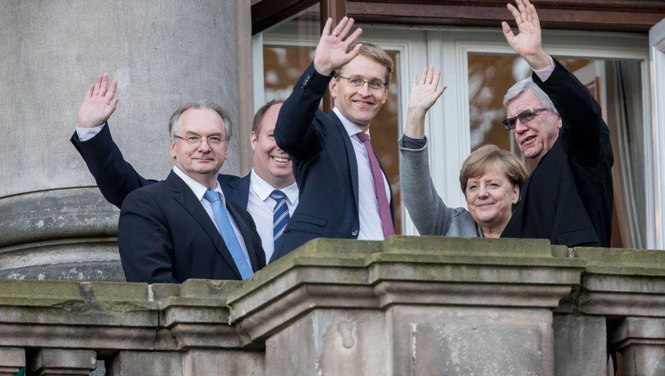 Daniel Günther (M.), mit Reiner Haseloff (l.), Angela Merkel, Volker Bouffier