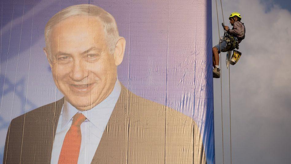 Wahlplakat von Benjamin Netanyahu: Bei einer Niederlage könnte er vor Gericht landen