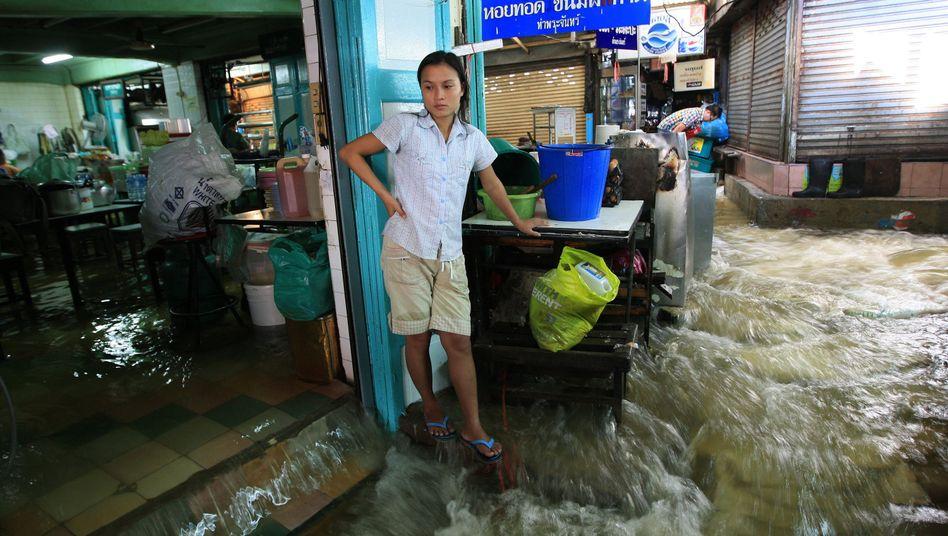 Flut inThailand: Wassermassen erreichen Bangkok