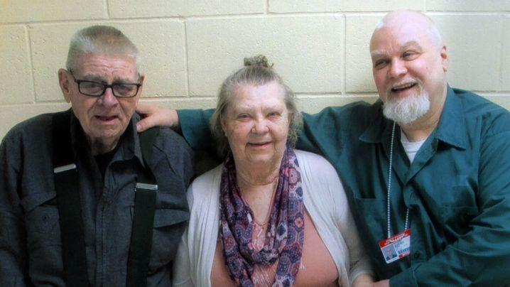 Steven Avery (rechts) mit seinen Eltern