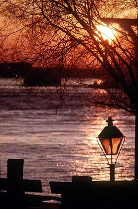 Frühmorgens: Sonnenaufgang am Mississippi
