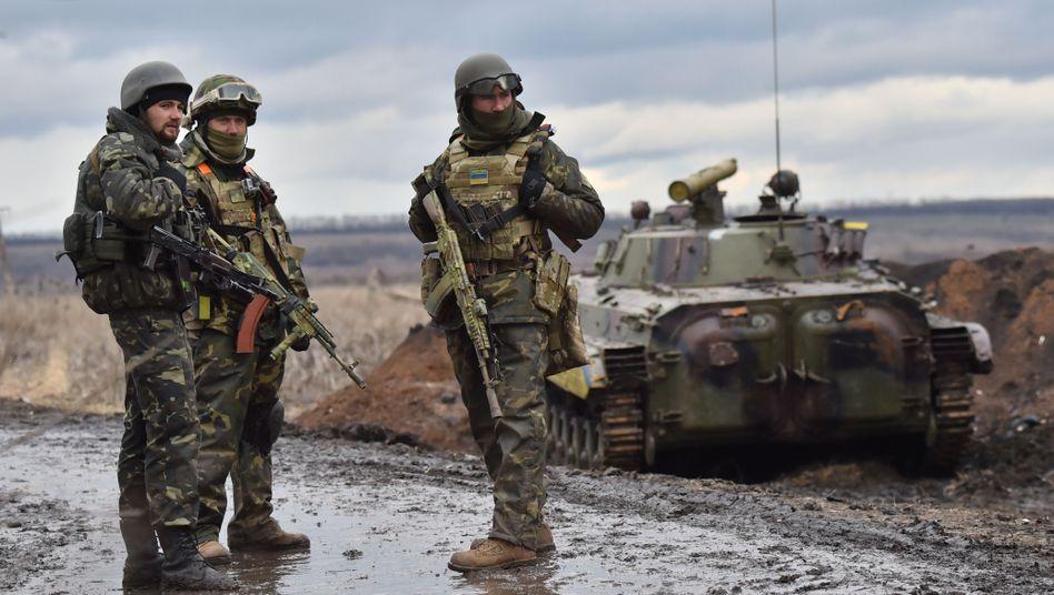 Ukrainische Soldaten nahe der umkämpften Stadt Debalzewe: Wichtiger Verkehrsknotenpunkt