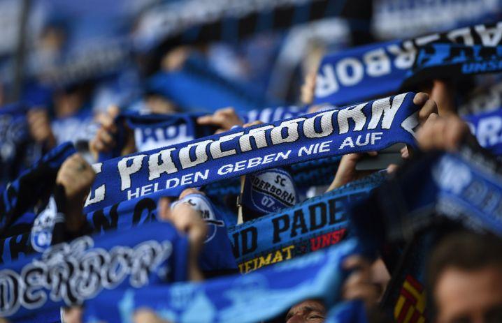Paderborner Fans: Das Feuerwehrfest der Liga