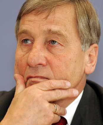 "Wolfgang Clement: ""Das nenne ich parasitäres Verhalten"""
