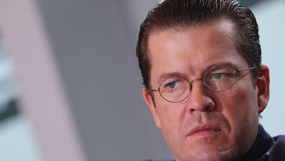 Verteidigungsminister Guttenberg: Kontroverse Debatte über seine Doktorarbeit