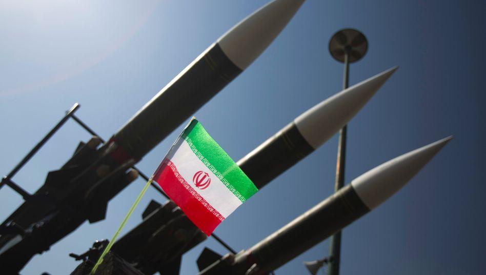 Russische Raketen in Teheran (Archivbild): Umstrittenes Militärprogramm