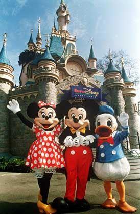 Disney's fairy tale castle in Paris: hemorrhaging red ink
