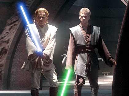 Jedi-Ritter im Einsatz: Obi-Wan Kenobi (Ewan McGregor) und sein Schüler Anakin (Hayden Christensen) kämpfen mit Lichtschwertern gegen das Böse