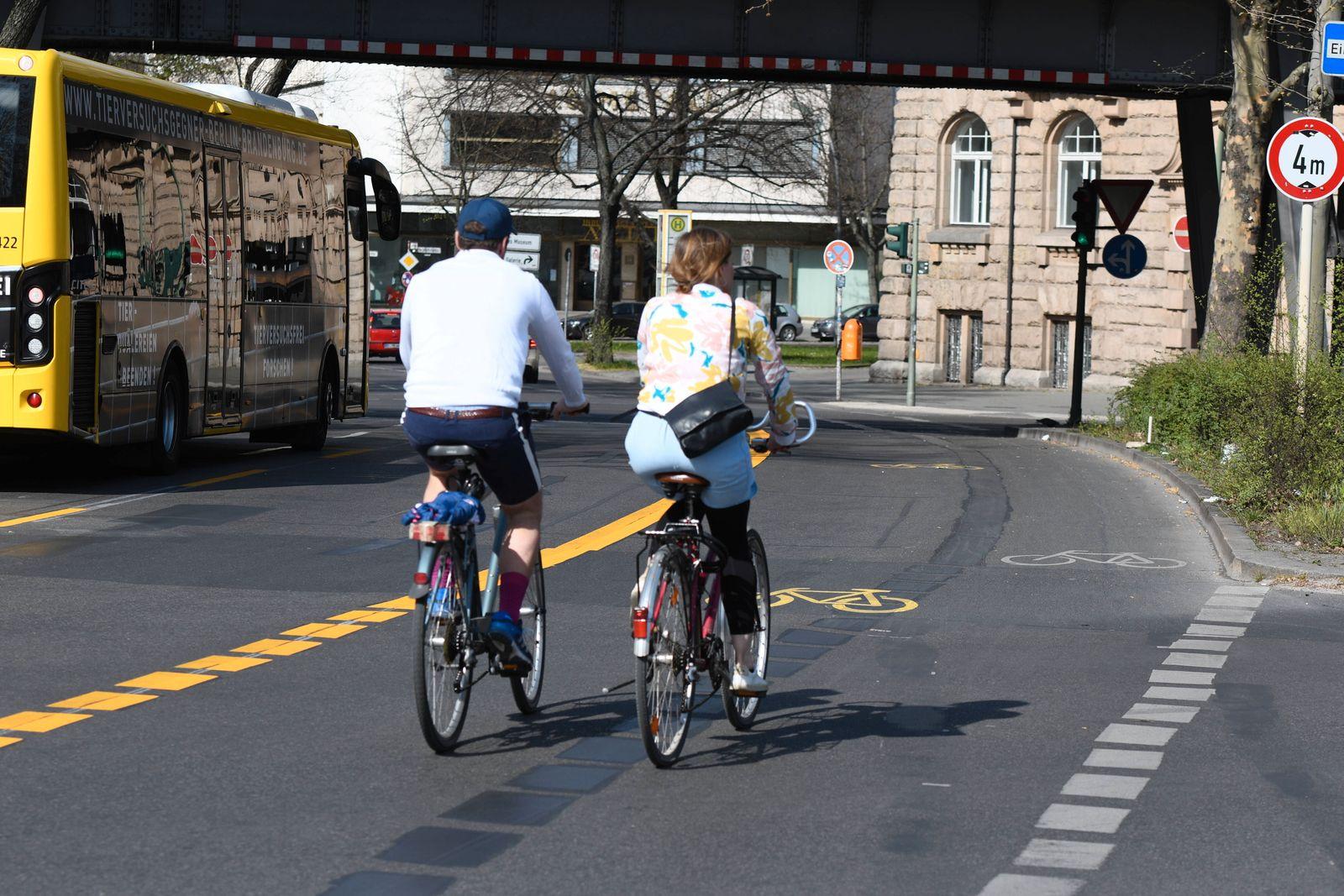 Angesichts des wegen des Corona-Shutdowns verringerten Autoverkehrs hat der Berliner Bezirk Friedrichshain-Kreuzberg Fa