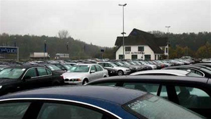 Gebrauchtwagenhandel: Die Discounter an der Autobahn