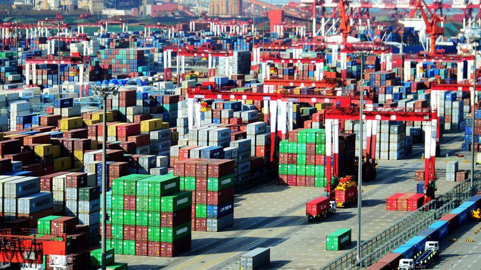 Schiffscontainer im chinesischen Qingdao
