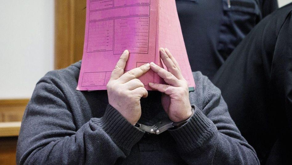 Angeklagter Niels H. im Landgericht Oldenburg am 27. November 2014: Stärker als der Tod sein
