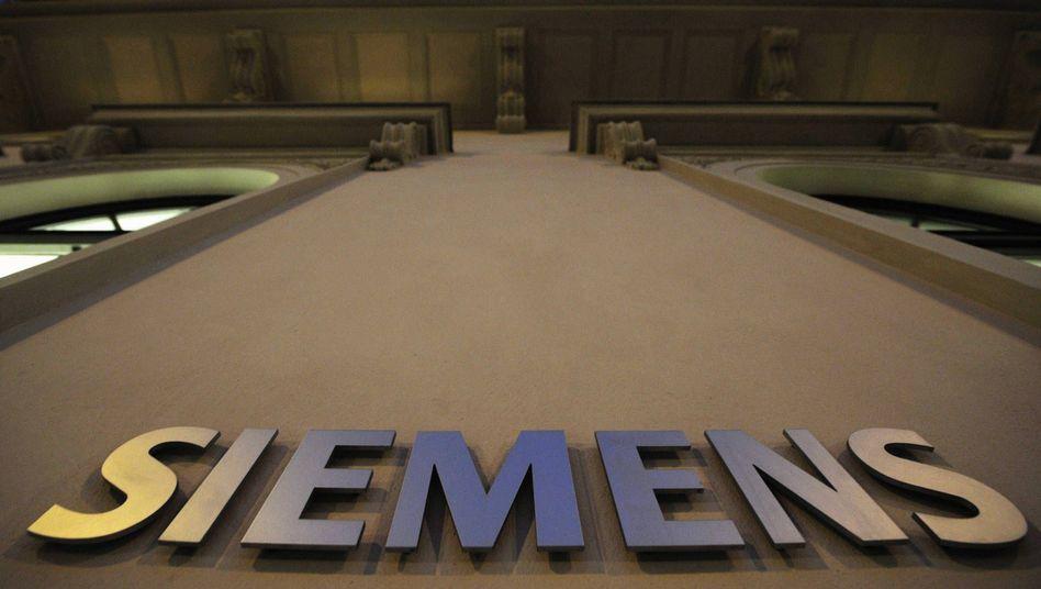 Die Fassade der Konzernzentrale der Siemens in München: