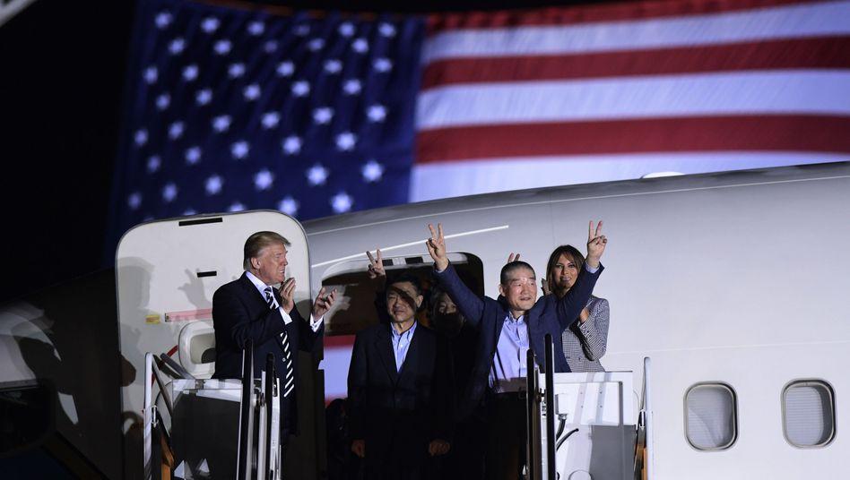 Trump (l.), freigelassene US-Bürger