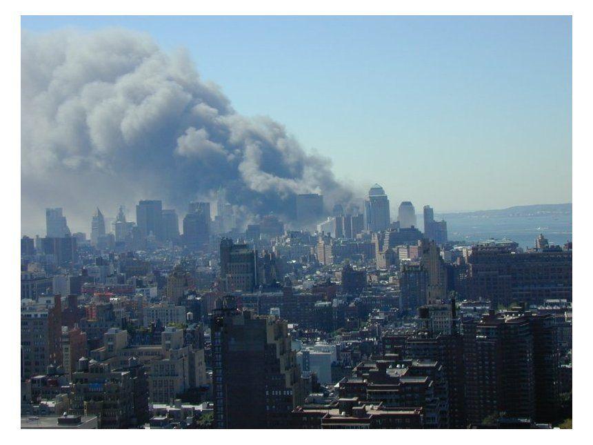 NUR FÜR EINESTAGES - Rauchende Trümmer des WTC