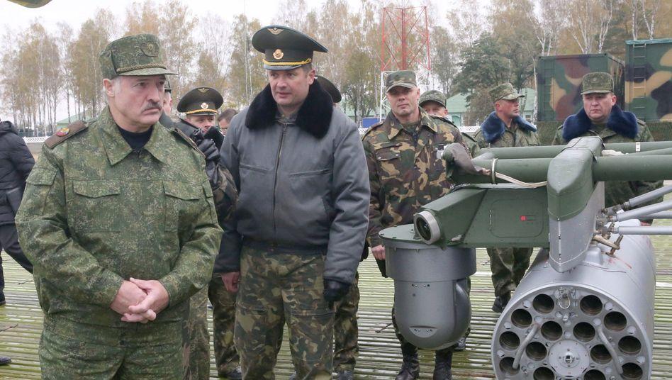 Alexander Lukaschenko (l.)