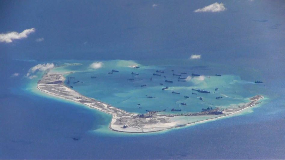 Aufnahme der US-Marine: Bautätigkeit am Mischief Reef (chinesisch: Meiji Jiao)