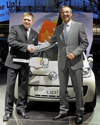 Slovakian Prime Minister together with VW's Slovakia Chairman Andreas Tostmann earlier this month.