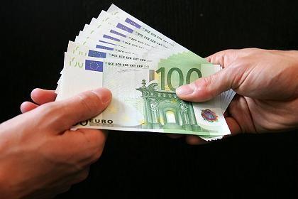 100-Euro-Banknoten: Solche Scheine hatte ein Student bündelweise im Gepäck