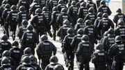 Die Polizei und der Rechts-Streit
