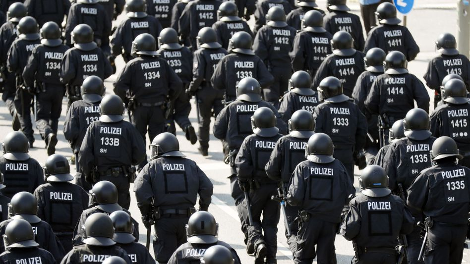Hundertschaft der Polizei beim G20-Gipfel 2017 in Hamburg