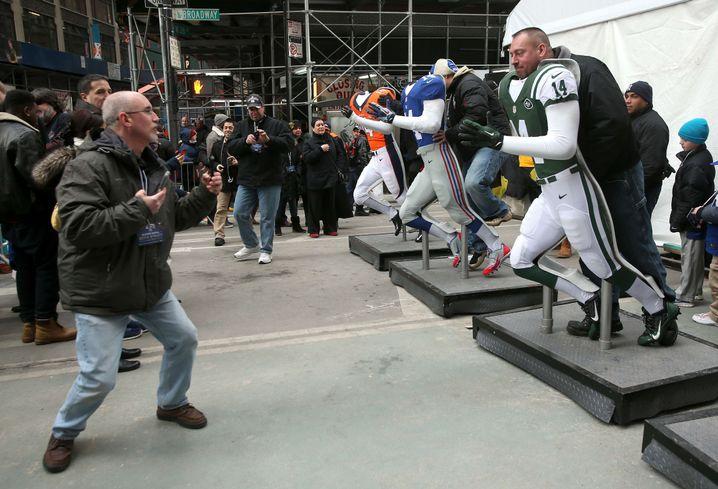 Fans posieren in NFL-Kluft: Massenbedürfnis in der Halbzeitpause