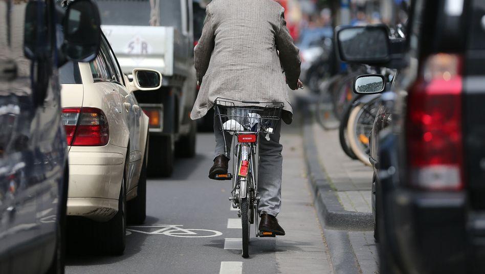 Wegen der Corona-Pandemie will Köln das Gedränge auf Rad- und Gehwegen entzerren