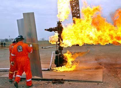 """Löschtraining bei der Firma Cudd Pressure Control: """"Am Ende stehen sich Mann und Feuer doch allein gegenüber"""""""