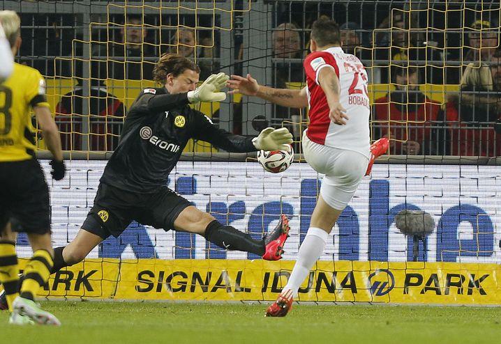 Dortmunds Torwart Weidenfeller (l): Chancelos beim Gegentor