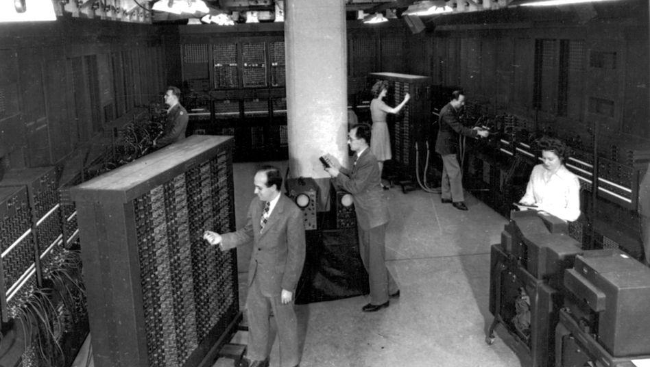 Als der Eniac 1946 in Betrieb genommen wurde, war Computerei noch mit viel Handarbeit verbunden