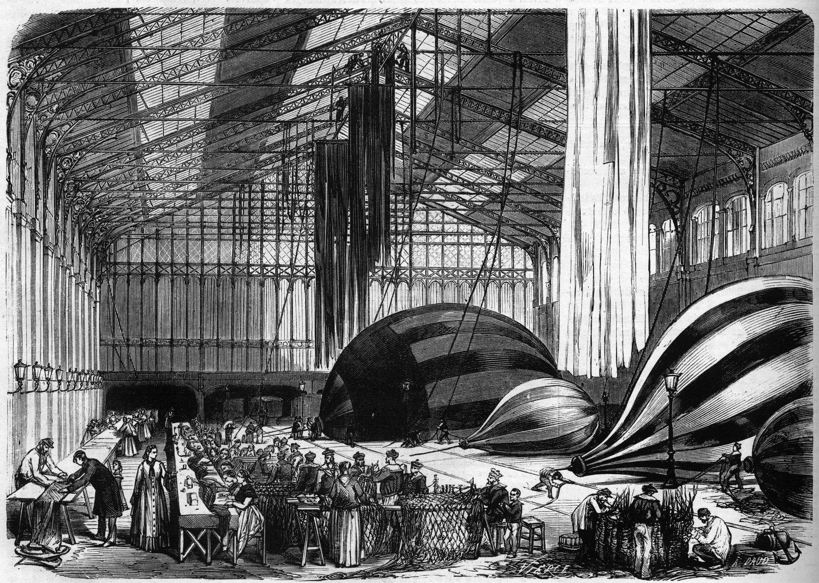 Guerre de 1870 Siege de Paris ateliers de construction de ballons montgolfieres dans la gare d O