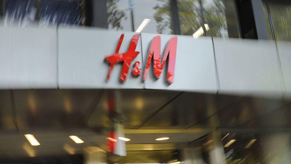 """H&M-Filiale: Der Modekonzern vertreibt die Ökolinie """"Organic Cotton"""""""