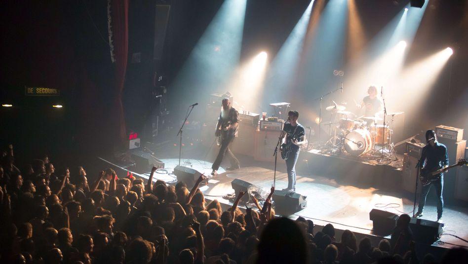 Die Eagles of Death Metal bei ihrem Auftritt im Bataclan am 13. November