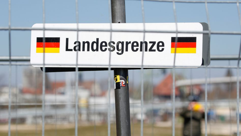 Schild an der deutsch-schweizerischen Grenze in Kreuzlingen am Bodensee